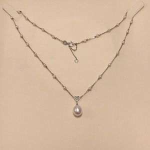Jewelry - Diamond and pearl necklace